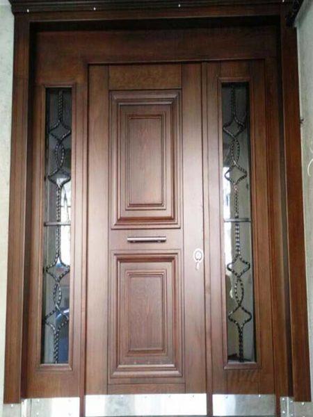 ahsap camlı bina kapısı