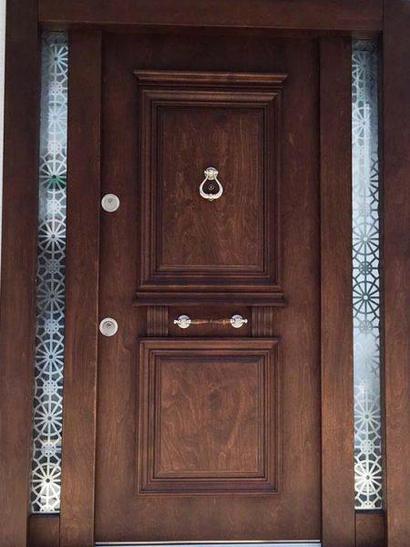 estetik desenli camlı bina kapısı
