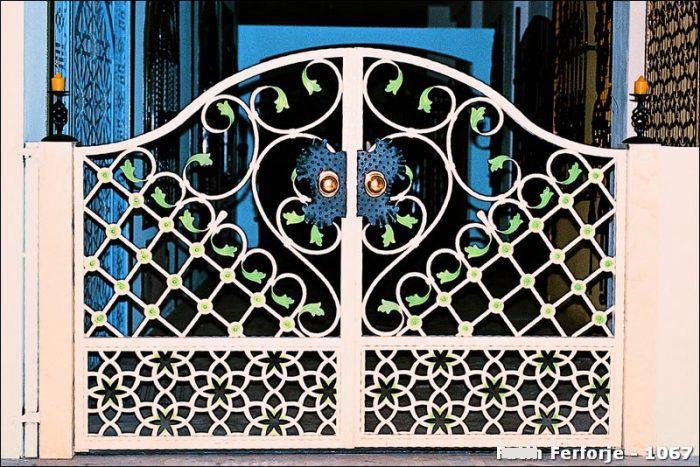 Ferforje Bahçe Kapısı Modelleri Sürgülü Otomatik Demir Kapı 1067
