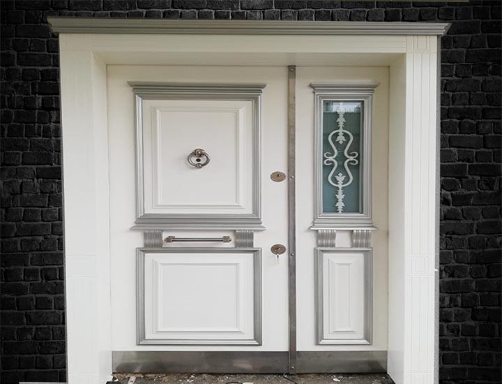Beyaz Villa Kapısı Ahşap Kaplama Alarmlı