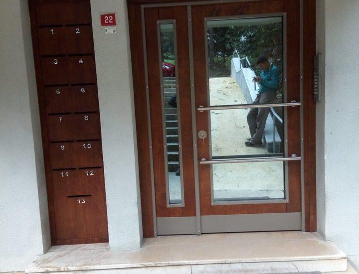 Ahşap Kaplama Bina Giriş Kapısı Levent