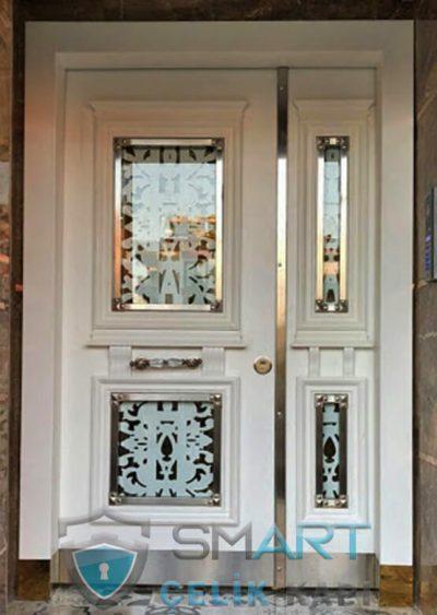 beyaz apartman kapısı
