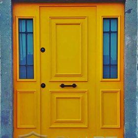 villa kapısı ahşap kaplama sarı villa kapısı fethiye