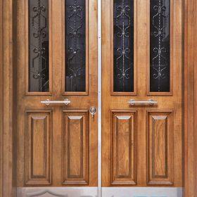 Ferforje detaylı apartman kapısı camlı bina kapısı şifreli apartman giriş kapısı